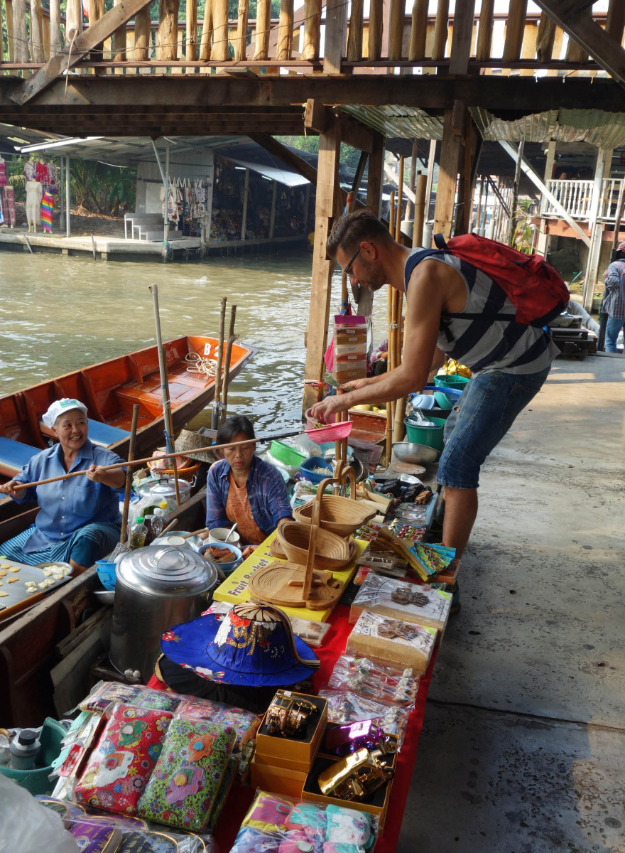 floating market Bangkok sucks bad excursion tour crap tripadvisor guide #ourbigmove Johan and Gertjan gay couple moved to Ibiza #ibiza2016 Spain